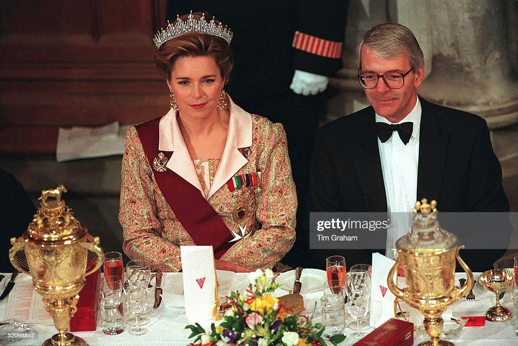 Queen Noor John Major : News Photo