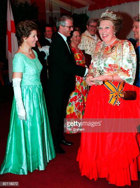 Heads Of State Banquet At Guildhall, London To Commemorate 50th Anniversary Of End Of War In Europe. Norma Major, Wife Of Prime Minister Meets Queen...