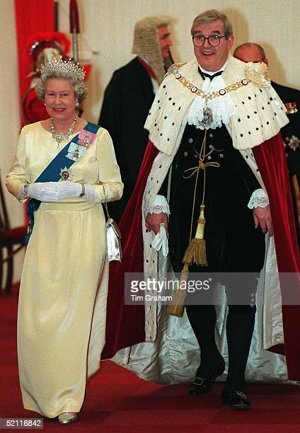 Heads Of State Banquet At Guildhall London To Commemorate 50th Anniversary Of End Of War In Europe Queen With Lord Mayor Of London