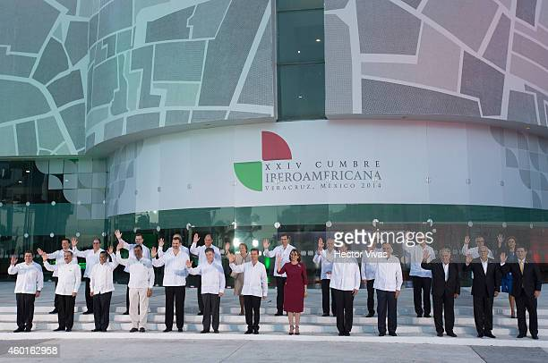 Heads of State pose during the XXIV IberoAmerican Summit Veracruz 2014 at World Trade Center on December 08 2014 in Veracruz Mexico The IberoAmerican...