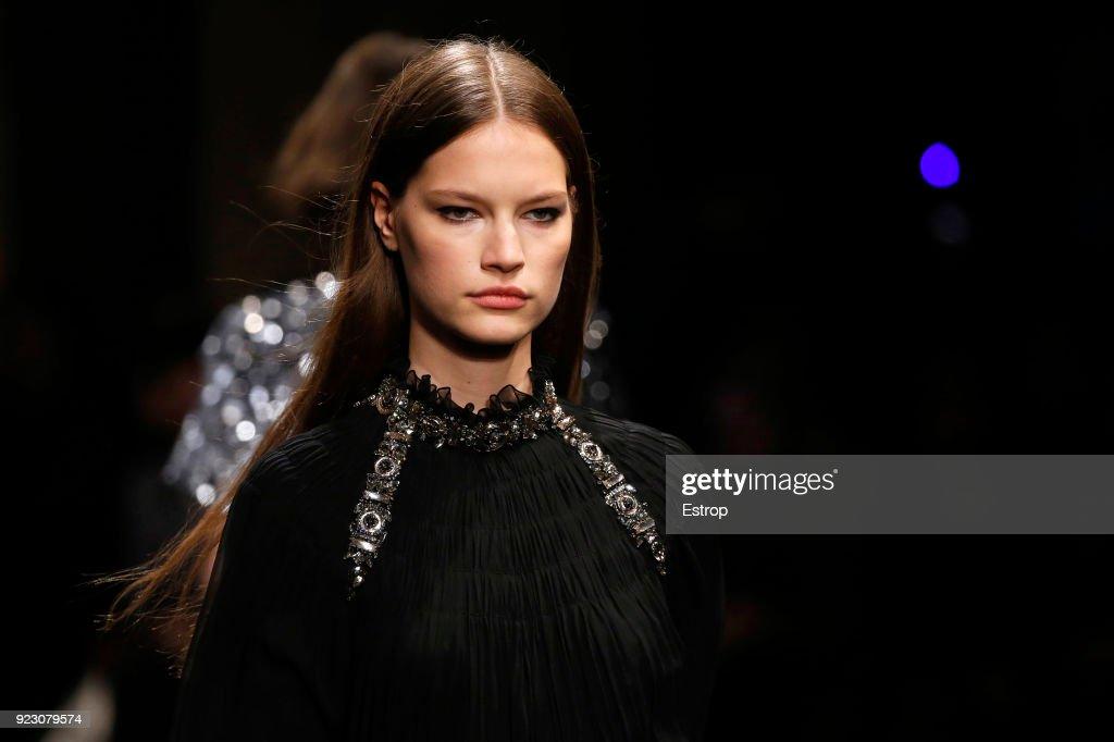 Alberta Ferretti - Details - Milan Fashion Week Fall/Winter 2018/19 : Fotografía de noticias