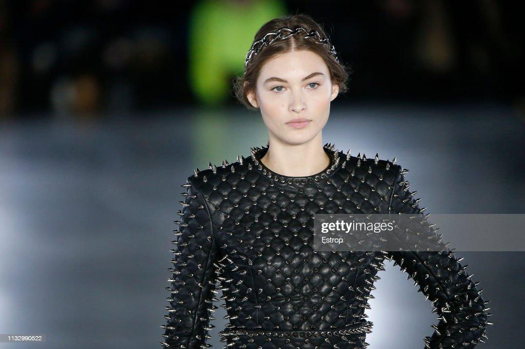 Balmain : Details - Paris Fashion Week Womenswear Fall/Winter 2019/2020 : ニュース写真