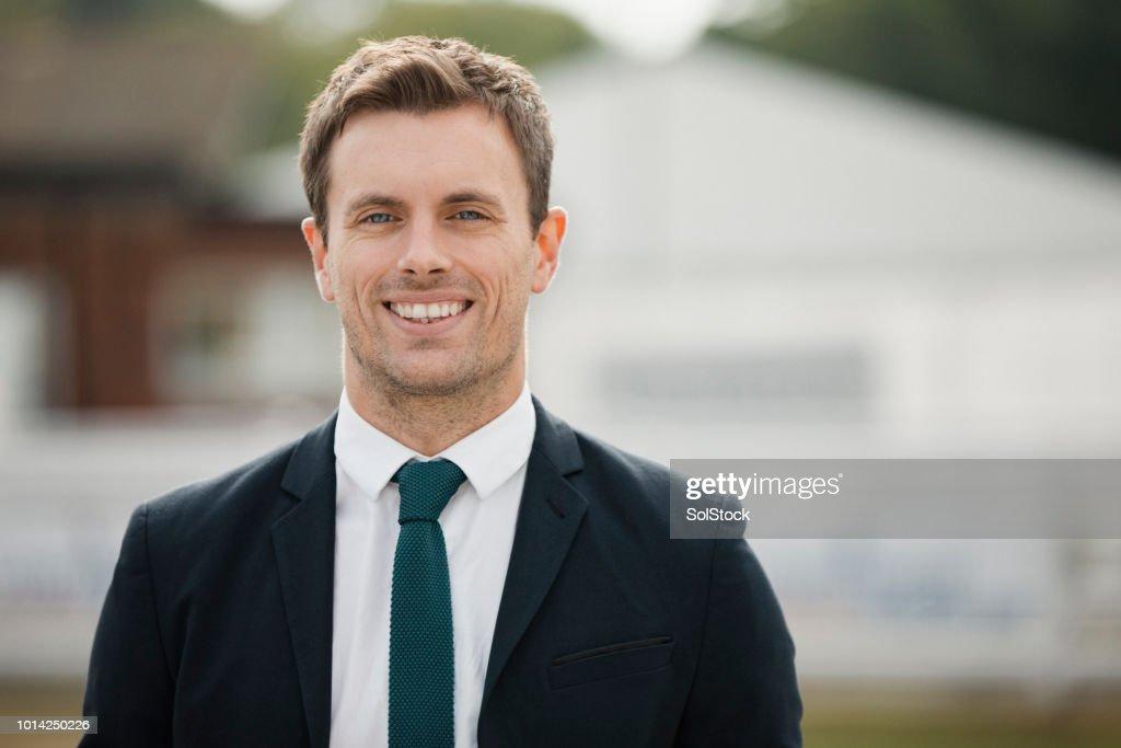 Headshot van een Man In een pak en stropdas : Stockfoto