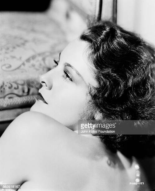 Headshot of actress Frances Dee looking over her shoulder for Paramount Pictures 1932