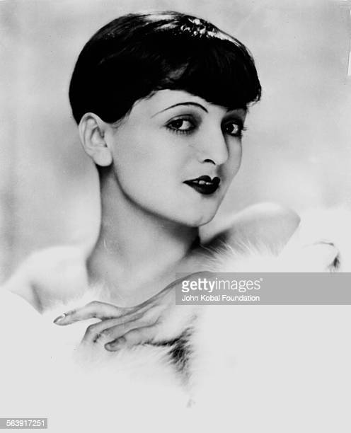Headshot of actress Lya De Putti wearing fur 1926