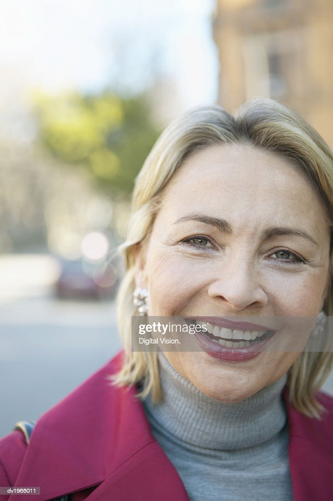 Headshot Portrait of a Smiling Mature Woman : Stock Photo