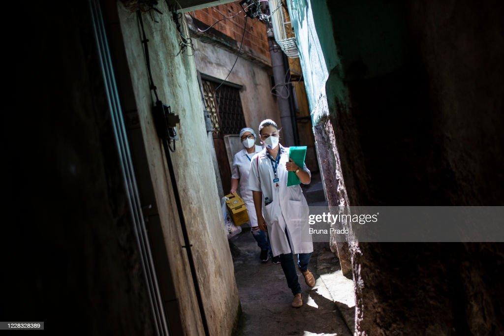 The City of Rio de Janeiro Conducts Coronavirus (COVID - 19) Testing at Favela da Mangueira Amidst the Pandemic : News Photo
