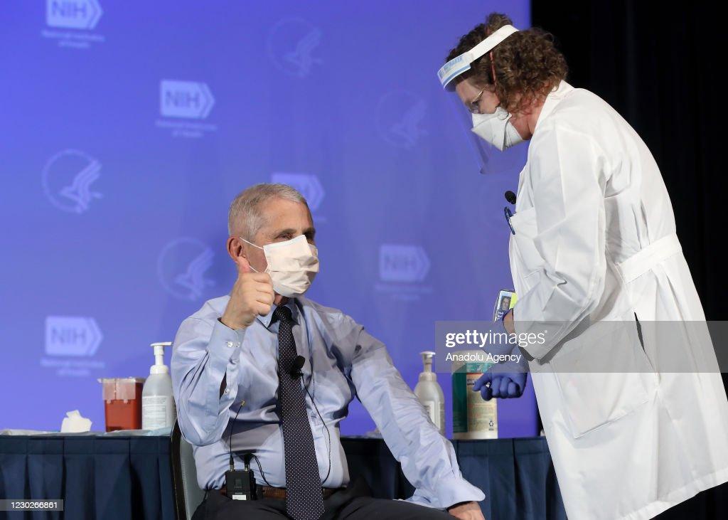 US health officials receive Modernas COVID-19 vaccine : News Photo