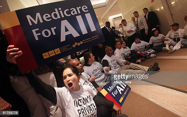 Health care reform supporters participate in a sitin inside the lobby of a building where Aetna insurance offices are located September 29 2009 in...