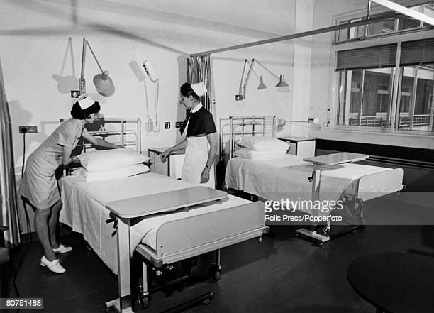 Health, Hospitals, pic: January 1973, A modern new ward at the Charing Cross Hospital, London, with nurses making beds