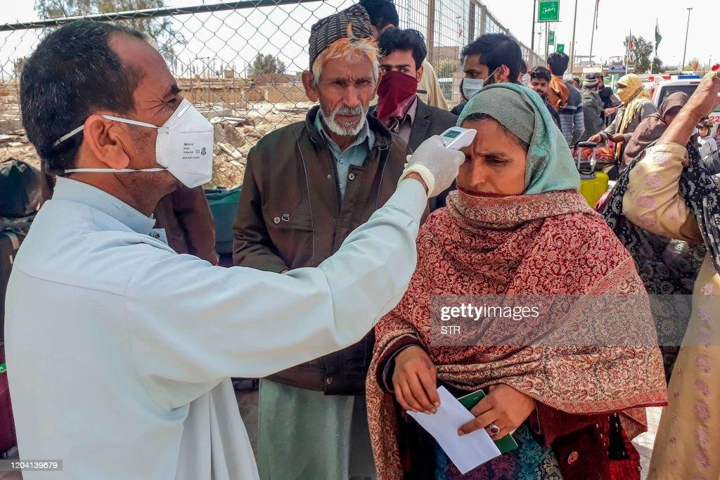 TOPSHOT-PAKISTAN-IRAN-HEALTH-VIRUS : News Photo