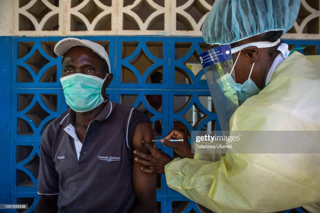 Zimbabwe Expands Vaccination Campaign To More Regions : ニュース写真