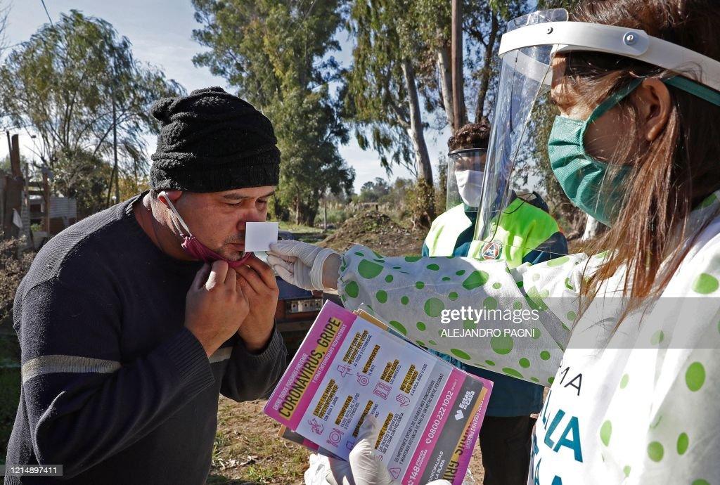 TOPSHOT-ARGENTINA-HEALTH-VIRUS : News Photo