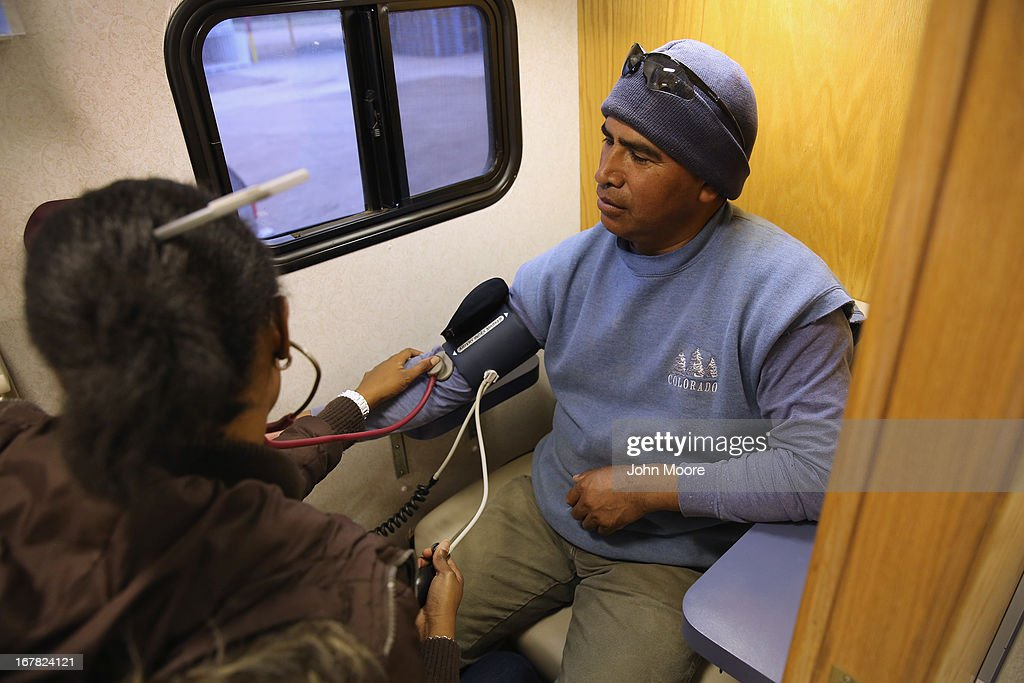 Mobile Health Clinic Treats Immigrant Farm Workers : News Photo