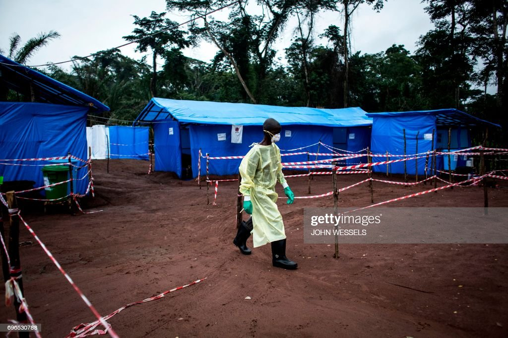 TOPSHOT-DRCONGO-HEALTH-EBOLA : News Photo