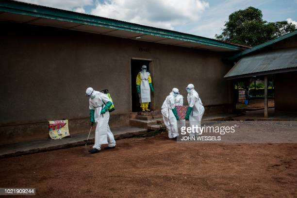 Health workers carry out the body of a patient with unconfirmed Ebola virus on August 22, 2018 in Mangina, near Beni, in the North Kivu province. -...