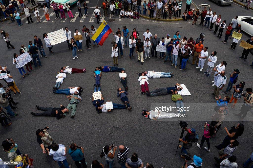 VENEZUELA-CRISIS-HEALTH-PROTEST : News Photo