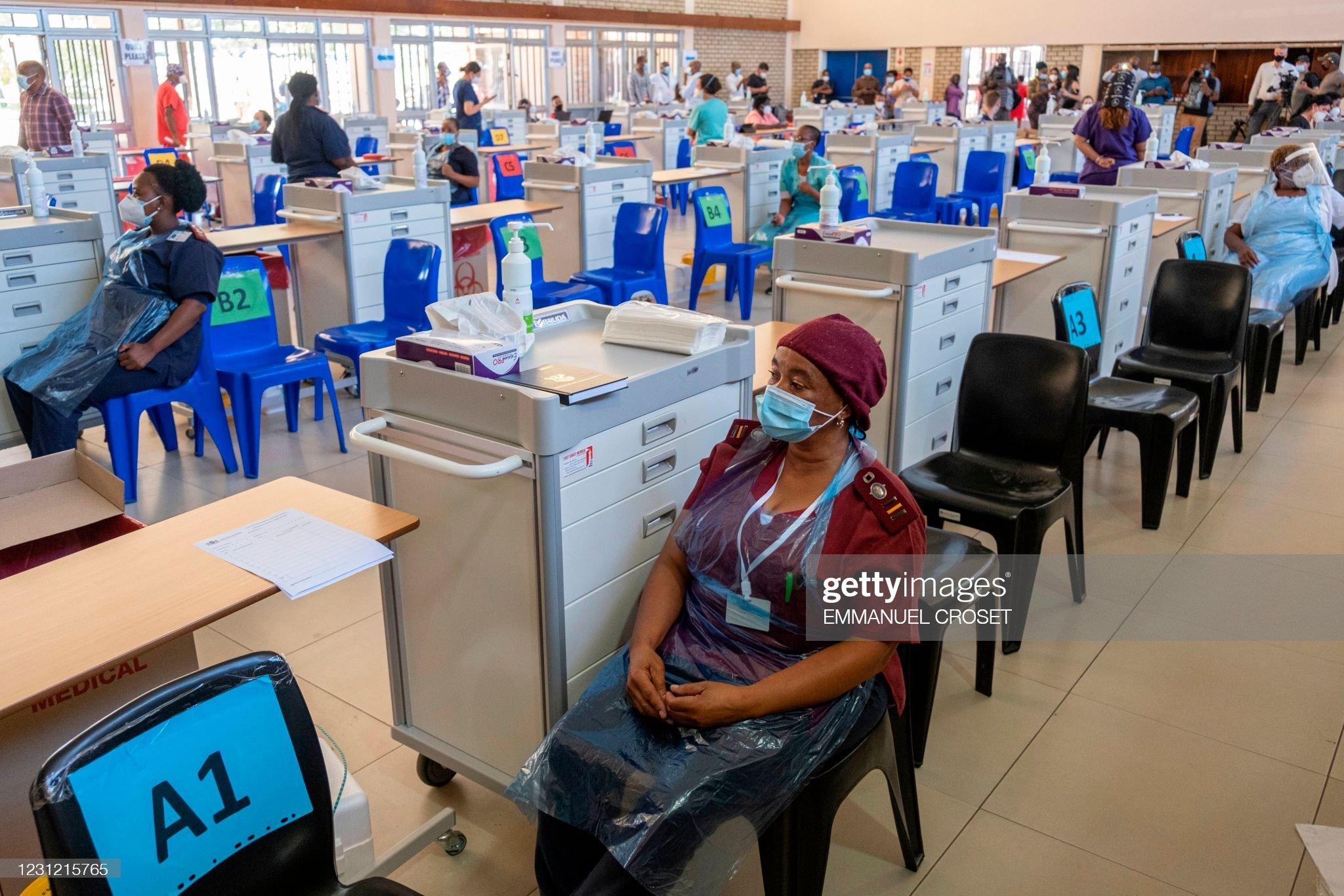 TOPSHOT-SAFRICA-HEALTH-VIRUS-VACCINE : News Photo