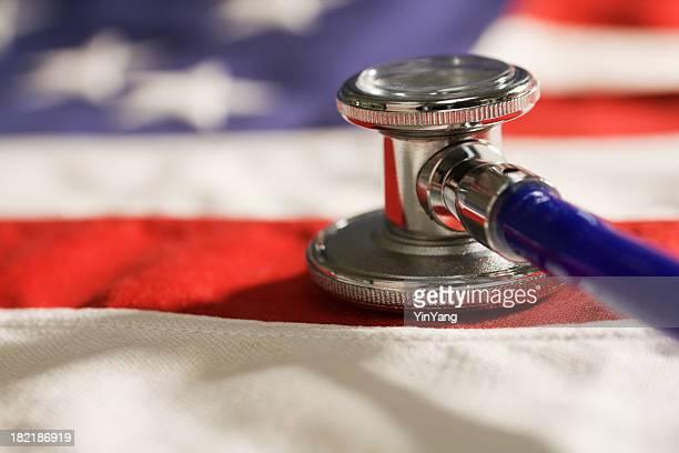 De Saúde e medicina mudanças políticas simbolizada por EUA bandeira, Estetoscópio