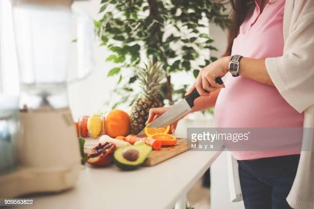 cuerpos sanos hacen bebés sanos. - comidas y bebidas fotografías e imágenes de stock