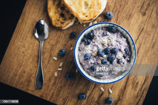healthy breakfast, blueberry overnight oatmeal - oatmeal stock pictures, royalty-free photos & images