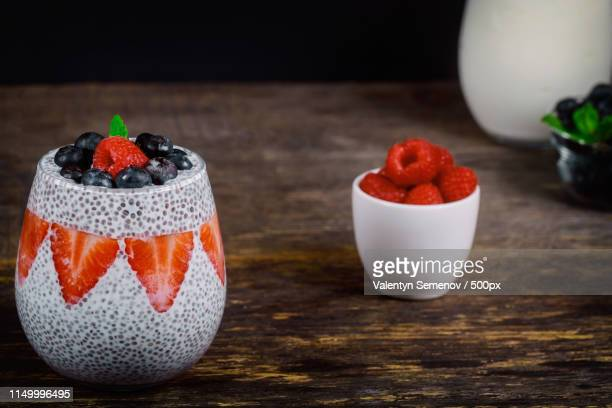 healthy chia pudding with almond milk in a glass - トロピカルフルーツ ストックフォトと画像