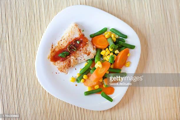 la cena saludable - merluza fotografías e imágenes de stock