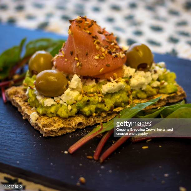 healthy eating - crispy rye bread and avocado - gregoria gregoriou crowe fine art and creative photography. stockfoto's en -beelden