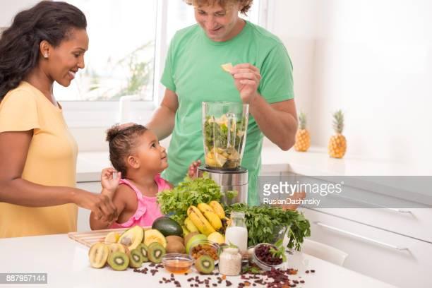 Une alimentation saine de la jeune famille.