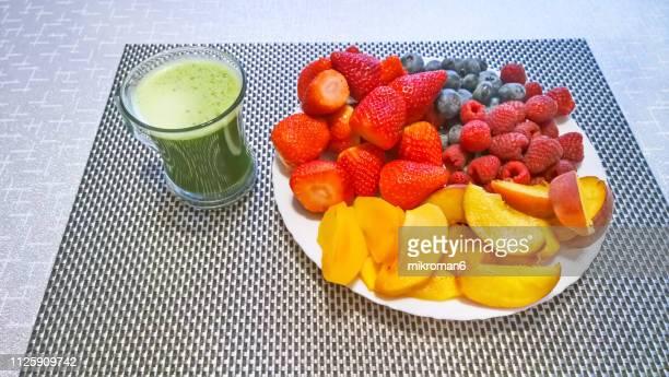 healthy eating - stoffwechsel entgiftung stock-fotos und bilder