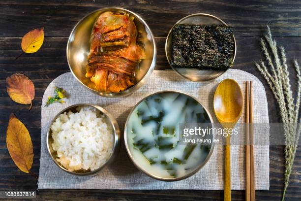 healthy food kimchi and seaweed soup - jong heung lee stock pictures, royalty-free photos & images
