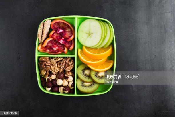 healthy fruits and nuts snack box - porzione di cibo foto e immagini stock