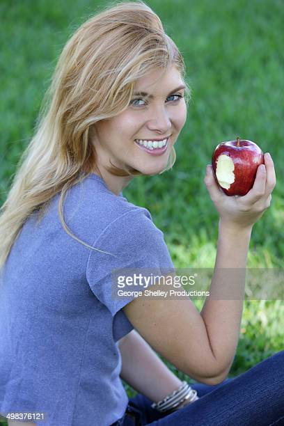 Healthy girl with an apple