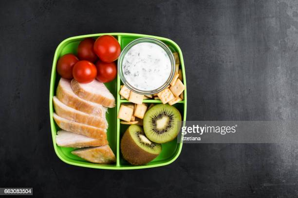 healthy protein snack box with chicken breast, greek yoghurt - porzione di cibo foto e immagini stock