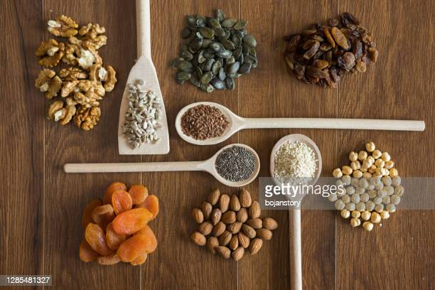 healthy snacks - magnesium stock pictures, royalty-free photos & images