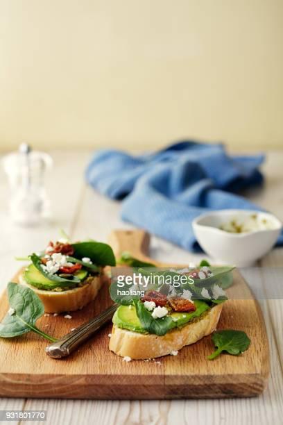 Healthy Spinach and avocado bruschetta