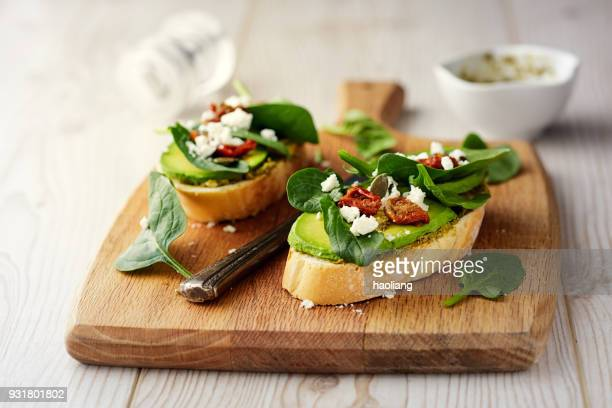 Healthy Spinach and avocado bruschetta