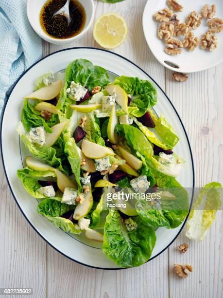 gezonde salade van summer cos - blauwschimmelkaas stockfoto's en -beelden