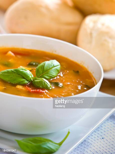 healthy tomato&courgettes soup