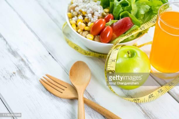 healthy vegan lunch bowl, tomato and grains salad. - cellulite photos et images de collection