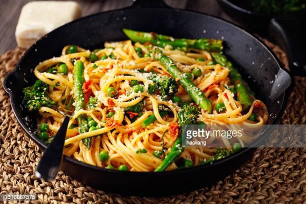 healthy vegan spring green carbonara - crucifers stock pictures, royalty-free photos & images