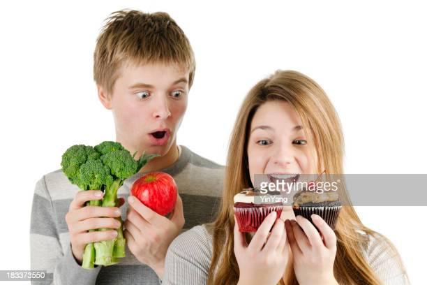 Gesunde im Vergleich zu Unheathy Essen, Obst und Gemüse oder Junk-Food