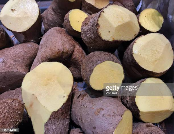 heap of yellow yam in a market - root vegetable stock pictures, royalty-free photos & images