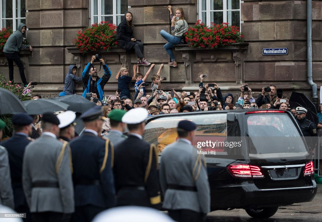 A Hearse carries the coffin of former German Chancellor Helmut Kohl next to the crowd following a requiem at the Speyer cathedral on July 1, 2017 in Speyer, Germany. Kohl was chancellor of Germany for 16 years and led the country from the Cold War through to reunification. He died on June 16 at the age of 87.