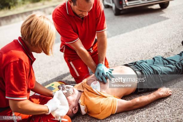 路上での心臓発作 - 交通事故 ストックフォトと画像