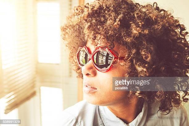 Herz Brille auf schöne Schwarze Mädchen