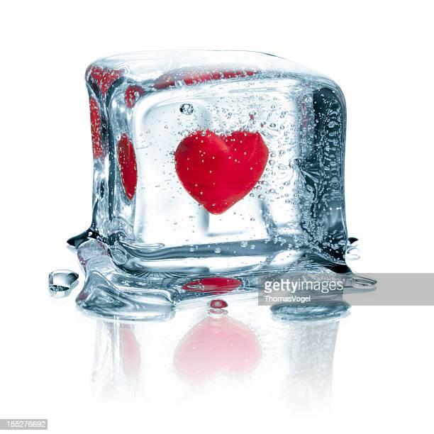 Herz in Eiswürfel eingefroren Wasser Liebe Valentine's Day