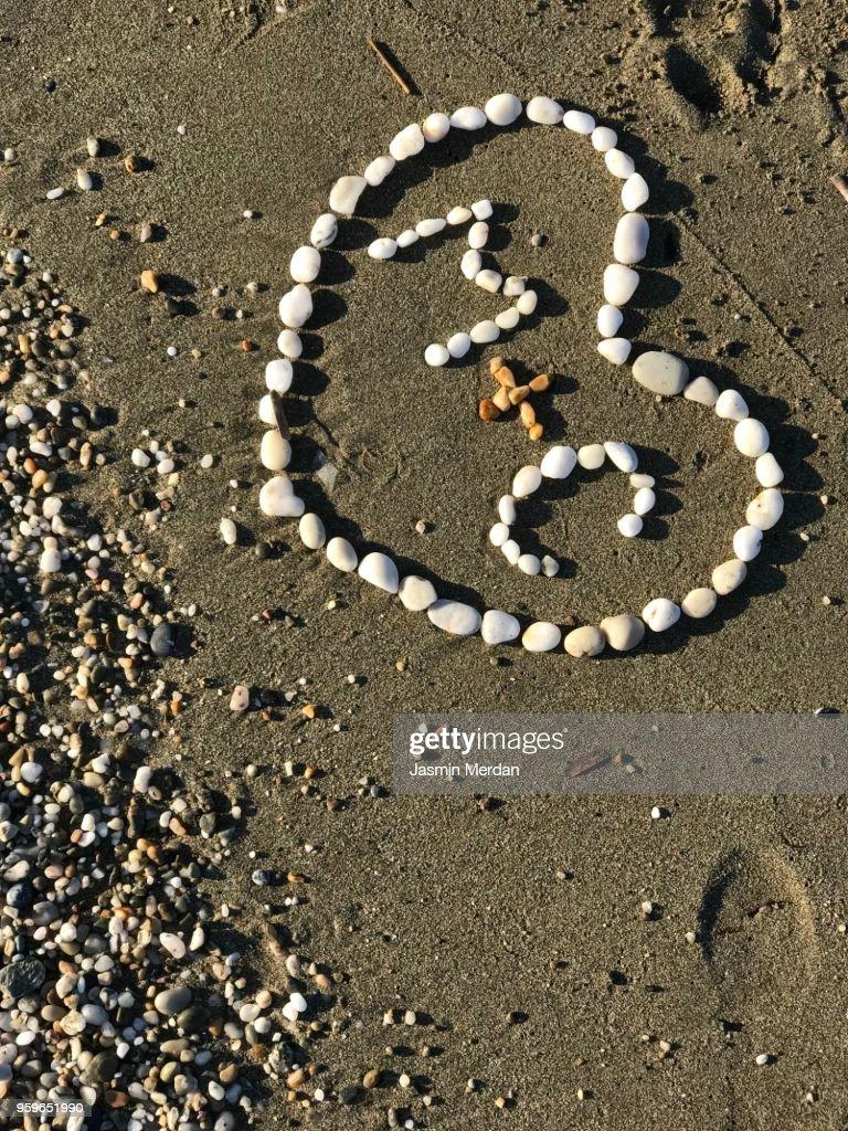 Heart in sand : Stock-Foto