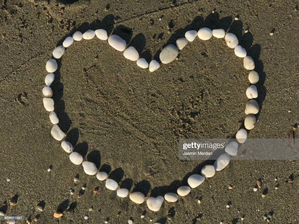 Heart in sand : Stock-Foto