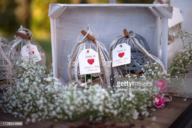 heart shape and text on gift - andrea rizzi stockfoto's en -beelden